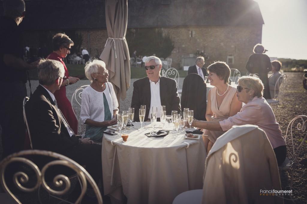 Cocktail Vin d'Honneur Mariage Tables Chaises Convivialité Photographe