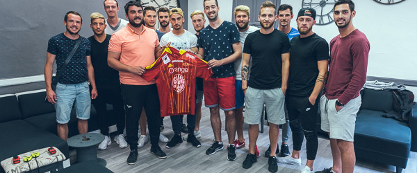 L'équipe du Rodez Aveyron Football en Escape Room à The Clock, Rodez. Reportage de Franck Tourneret.