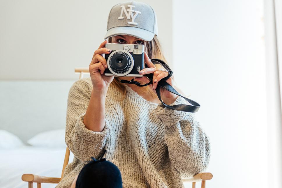 Jessica - A girl with a camera by Franck Tourneret Photographe
